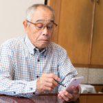 お年寄りとスマートフォン