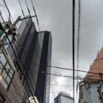 曇り空と梅雨時期のスタジオ